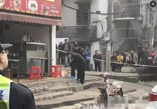 武昌火车站杀人砍头案现场图片 残忍砍杀店主头颅丢垃圾桶