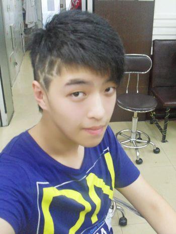 帅气的初中男生刘海剪法 最新款男生刘海发型名称(5)